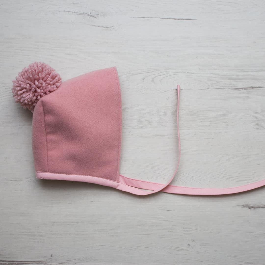 capota pompón rosa
