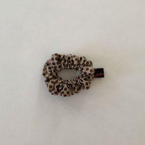 scrunchies marrón